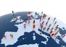 drapeaux de tous les pays européens sur une carte