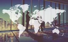 carte du monde avec deux hommes dans un bureau en arrière plan