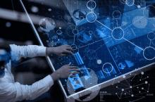le big data représenté par un homme face à un volume de données important